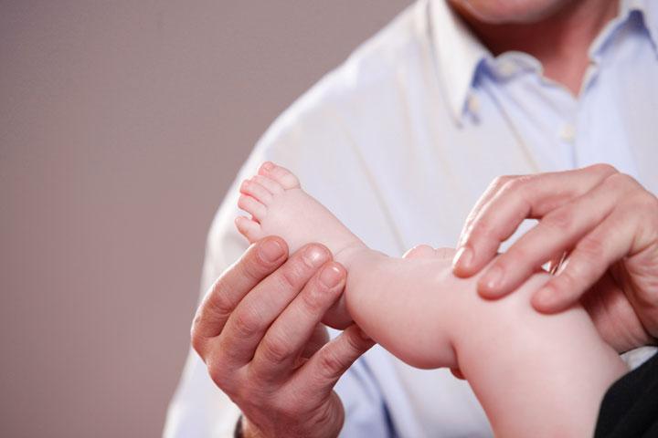 Anwendung Säuglingsosteopathie in der Praxis für Osteopathie und Naturheilkunde Werner Zender