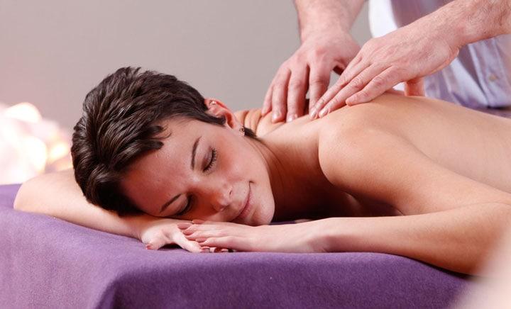 Massage-Anwendung in der Praxis für Osteopathie und Naturheilkunde Werner Zender